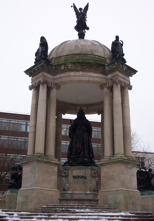 A statue of Queen Victoria complete with complimentary graffiti, Liverpool (2006)