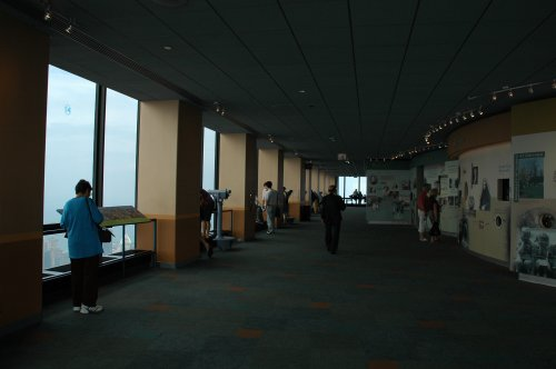 What the inside of the observation floor looks like in Sears Tower, Chicago (2007)