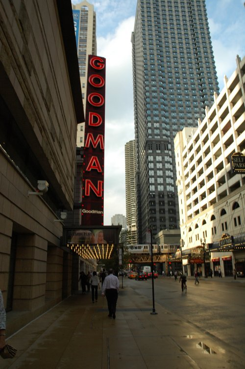 One of the many theatres where you can see famous people in plays. Chicago (2007)