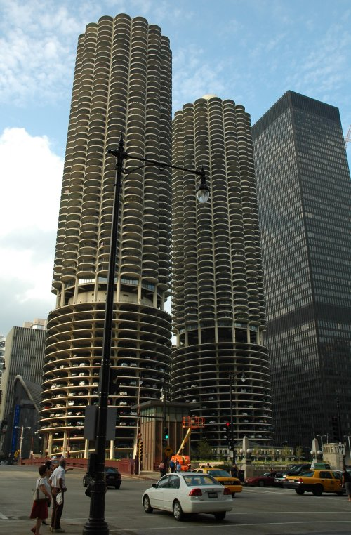 What a great building. The cars are parked in the lower half of the building, and the people live in the upper half. Chicago (2007)