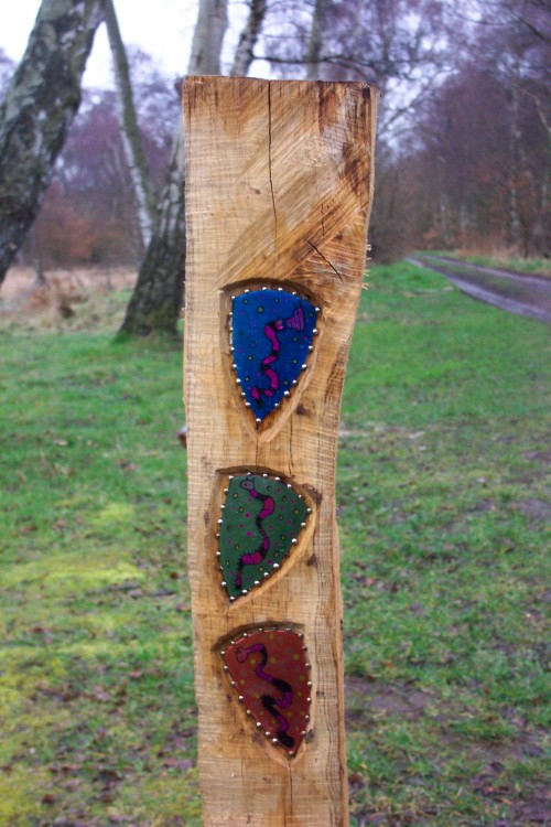 A few highly creative badges embossed in to a post, produced by some talented local school children no doubt, Sherwood Forest (2006)