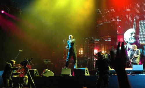 Michael Stipe is surrounded by pretty lighting. Manchester (2008)