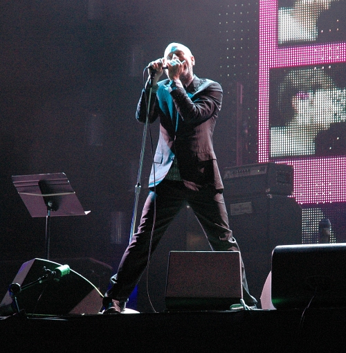Michael Stipe in a purple suit with purple lighting. Manchester (2008)