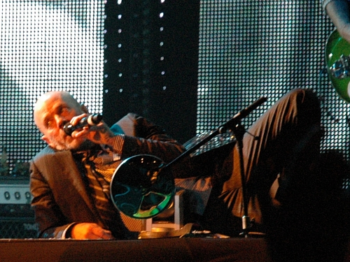 It's been a tough tour… so Michael Stipe had a 5 minute lie down. Manchester (2008)