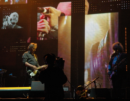 Peter Buck and the support guitarist play their guitars. Manchester (2008)