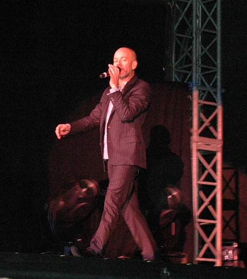 He can sing and walk at the same time can Michael Stipe. Manchester (2008)