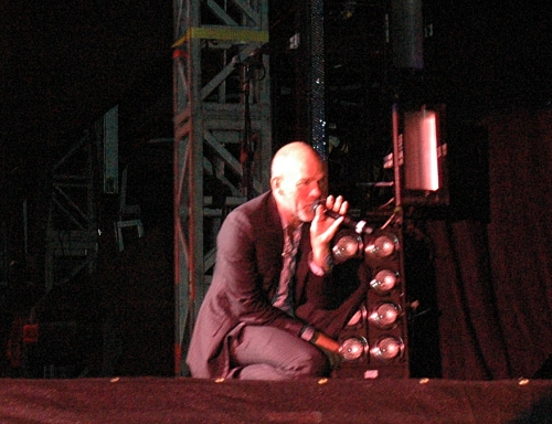 Michael Stipe crouches down to sing a few of the lyrics. Manchester (2008)