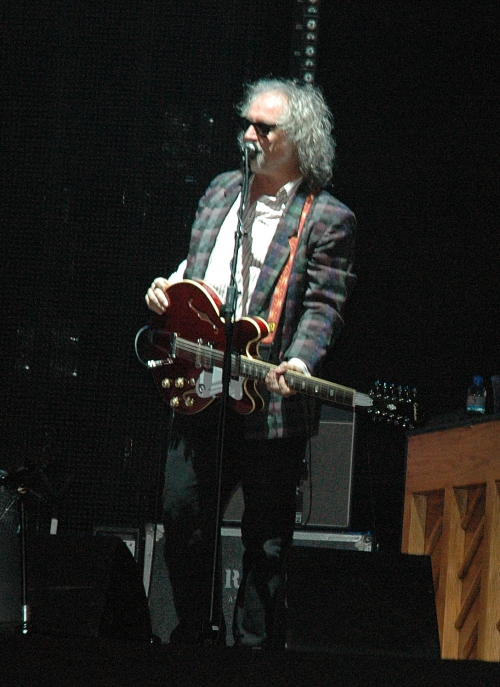 The support guitarist for R.E.M. has his moment in the spot light. Manchester (2008)