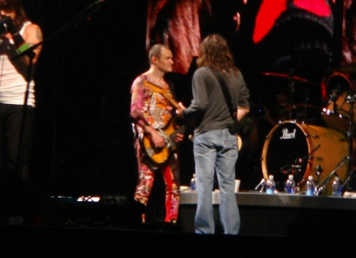 Flea and John do some improvised guitar playing, Derby (2006)