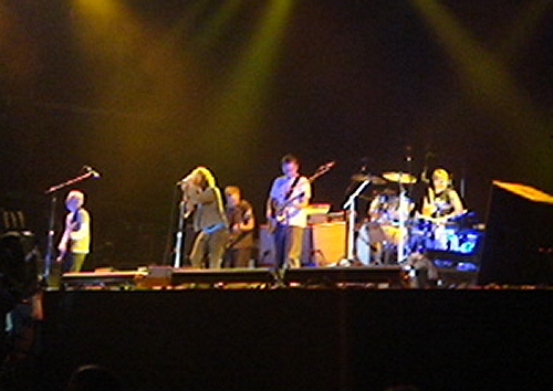 Pearl Jam finally take to the stage and play lots of classic songs like Alive, Jeremy, Rear View Mirror…Reading (2006)