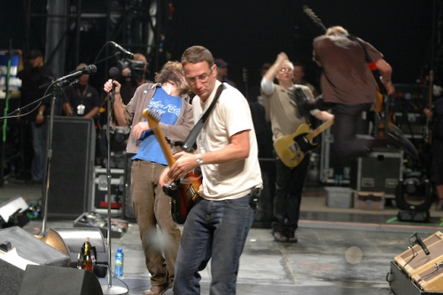 Pearl Jam are still great but are getting old… shouldn't he be using a walking stick? Reading (2006)