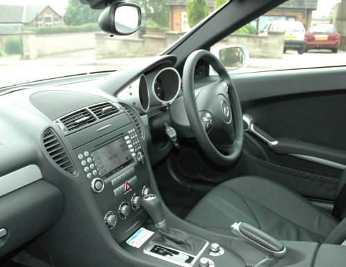 Cruise control, satellite navigation, DVD player, individual passenger climate control all creates a nice driving experience. Sutton-In-Ashfield (2007)