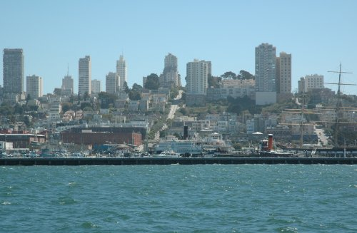 The view of the town from the tourist boat. San Francisco (2007)