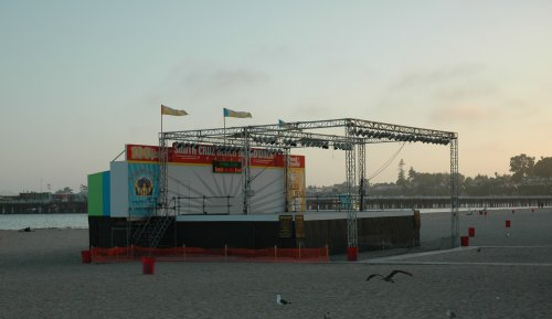 There are music concerts held on the beach sometimes. Santa Cruz (2007)