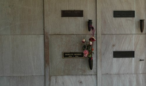 Marilyn Monroe's place of rest, apparently Playboy owner Hugh Hefner has reserved his place next to her (seen left). Los Angeles (2007)