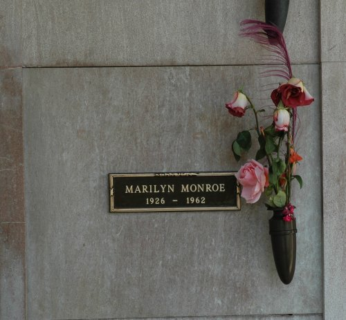 Some flowers left for the iconic Norma Jeane Mortenson. Los Angeles (2007)