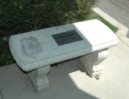 A memorial bench for Marilyn Monroe. Los Angeles (2007)