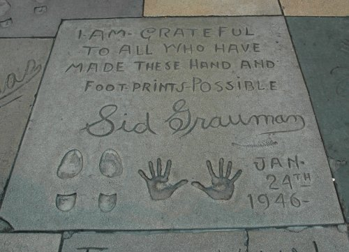 Sid, once owner of Mann's Chinese Theatre, leaves a thank you message to all the movie stars who have made his theatre famous. Los Angeles (2007)