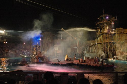 Apparently the Waterworld movie is crap, but the show at Universal was very good. Los Angeles (2007)