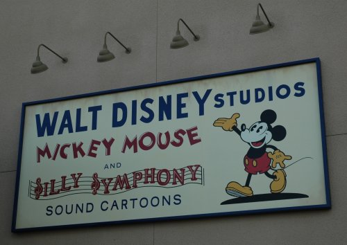 Mickey's looking a little pale. Maybe they ran out of skin coloured paint. Los Angeles (2007)