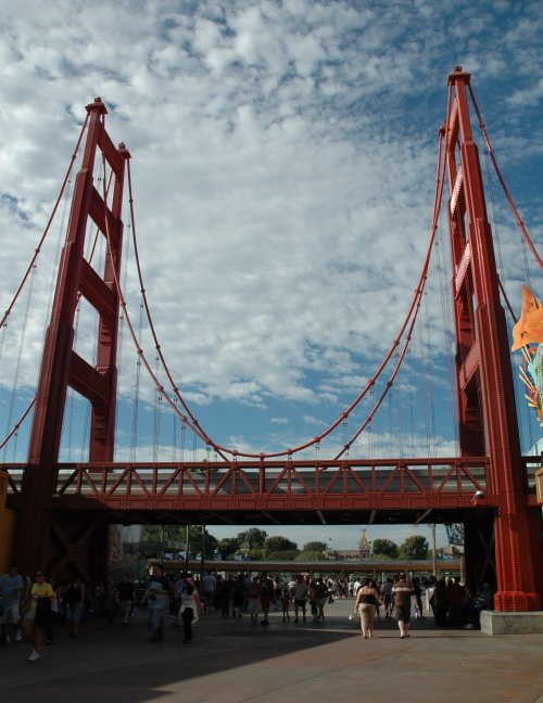 A smaller version of the Golden Gate Bridge. It's as tall as it is wide. Los Angeles (2007)