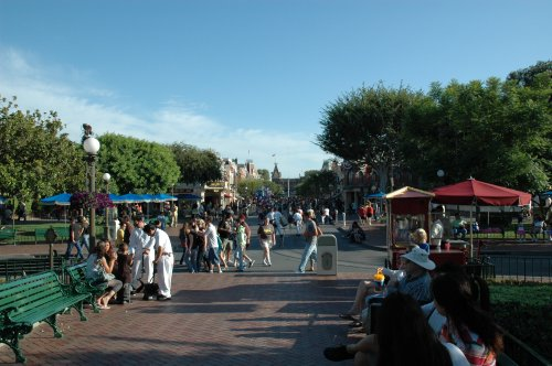 Some people taking a rest of all the Disney magic. Los Angeles (2007)
