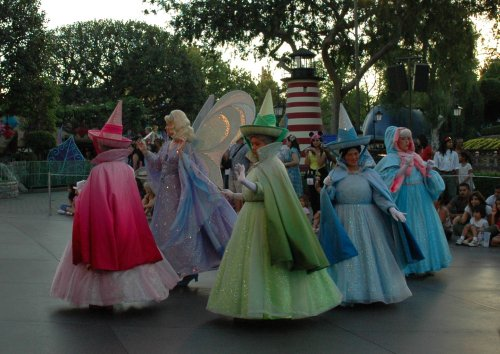 The Disneyland parade begins… with Cinderella. Los Angeles (2007)