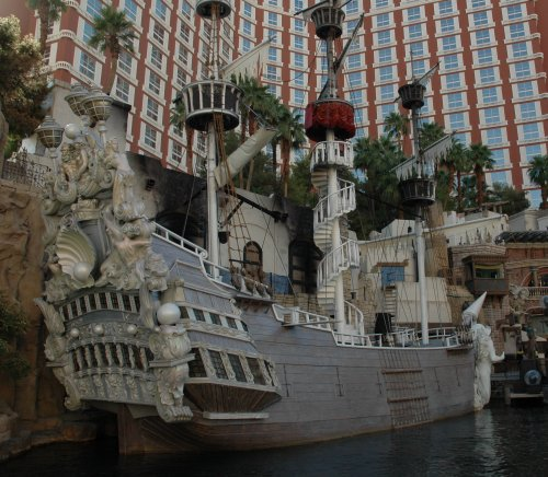 The Treasure Island hotel's ship, it's all lit up nice and pretty at night. Las Vegas (2007)