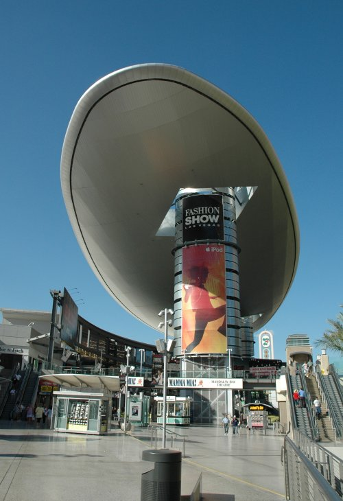 Oh no, a giant spaceship has crash landed on top of a shopping parade. Las Vegas (2007)
