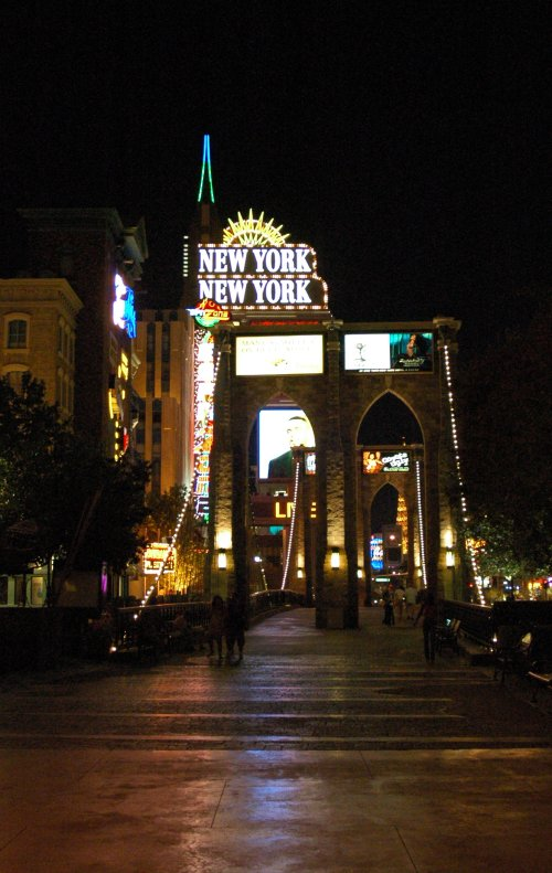 New York New York Hotel… and I believe that is a replica Brooklyn Bridge. Las Vegas (2007)
