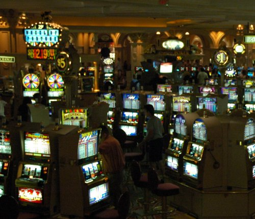 Hundreds and hundreds of slot machines… we played on them a few nights… it was good fun and we only spent around 40 dollars… Las Vegas (2007)
