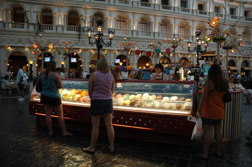Lots of ice-cream and cakes for sale inside the Venetian hotel, there were some very expensive shops too. Las Vegas (2007)
