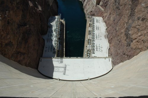 Looking straight down the centre of the Hoover Dam. Remember the Hoover Dam from the Superman movie? Nevada/Arizona (2007)