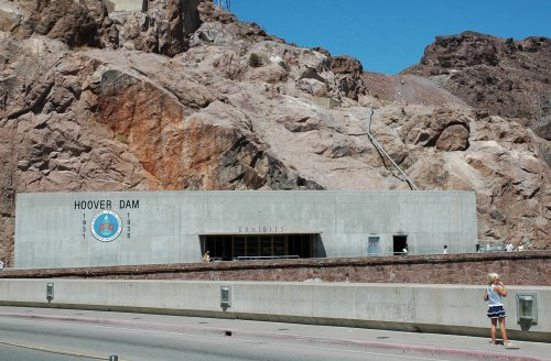 A building with Hoover Dam Exhibits inside… we didn't go in there… not sure why. Nevada/Arizona (2007)