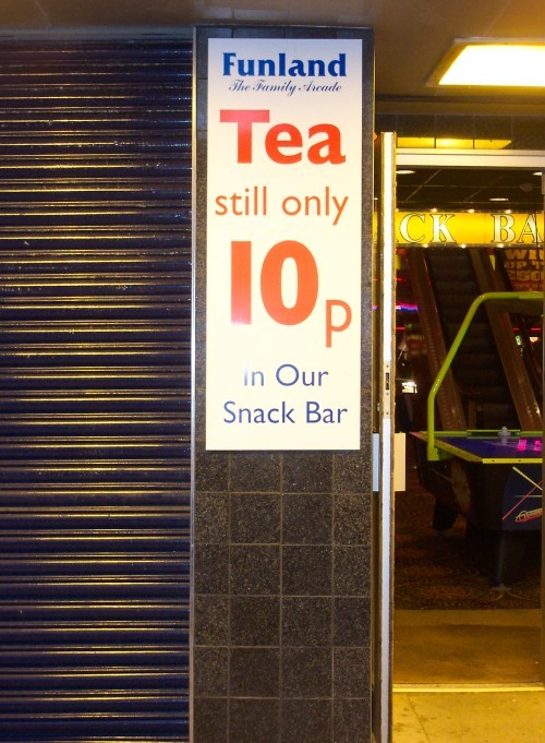 A nice cup of tea for the amazing price of 10p! By coincidence, it also costs 10p to use the public toilets. Someone is making a good profit there. Blackpool (2006)